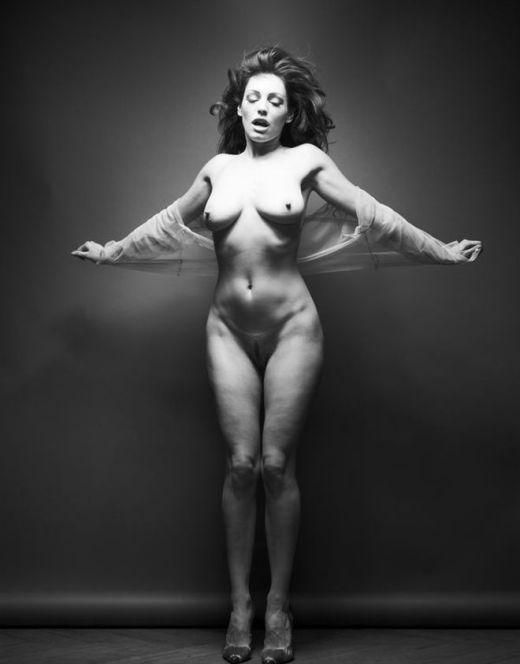 Черно-белые фотосеты с голой Келли Брук