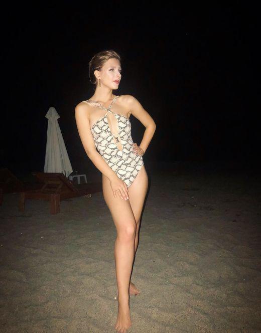 Елизавета Арзамасова на фото в купальнике