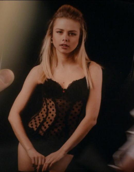 Анастасия Акатова в нижнем белье из сериала «Старшая жена»