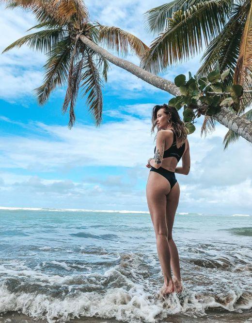 Надя Дорофеева в купальнике