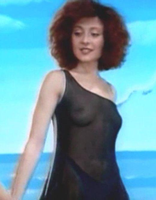 Горячие кадры с обнаженной Анжеликой Варум из клипов