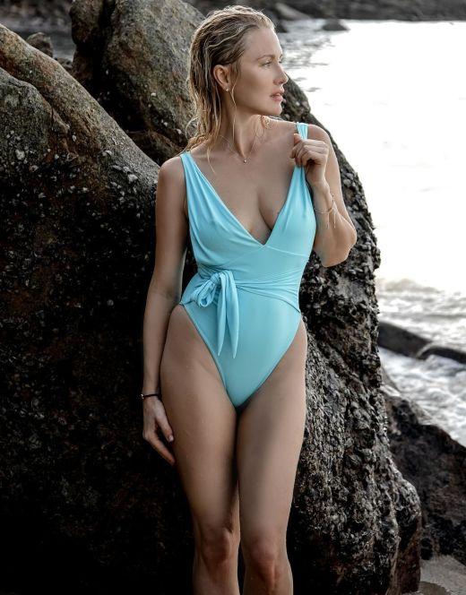 Катя Гордон на фото в купальнике