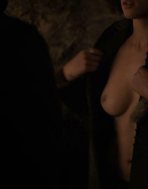 Голая Натали Эммануэль на эротических кадрах из сериала «Игра престолов» (18+)