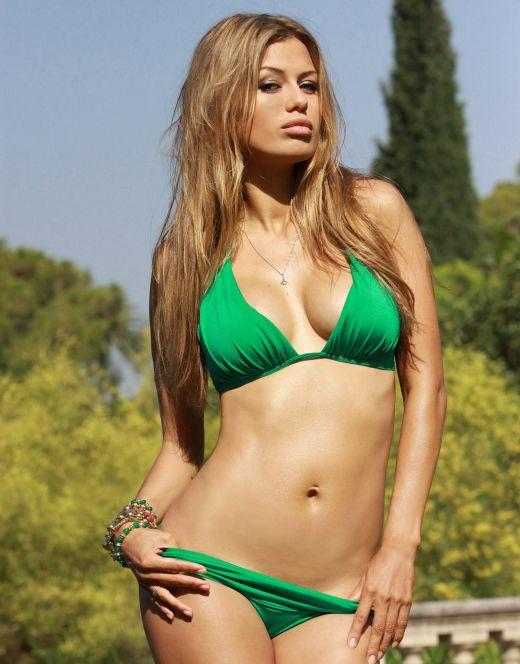 Виктория Боня на фото в купальнике
