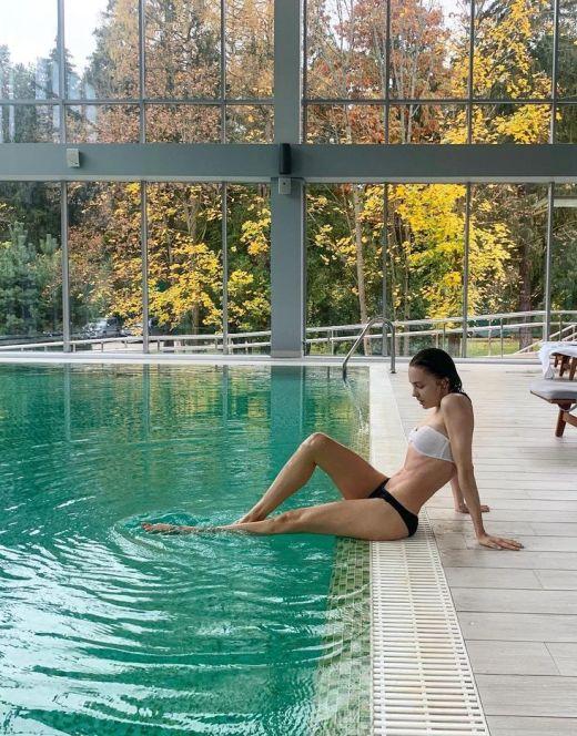 Юлия Хлынина на фото в купальнике