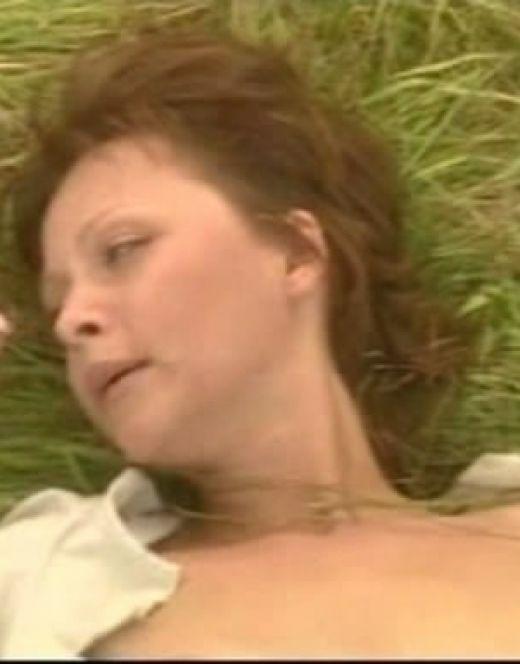 Дарья Повереннова в эротической сцене из сериала «Чистые ключи»