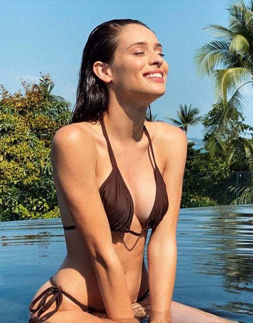 Даниэла Мелшиор на фото в купальнике