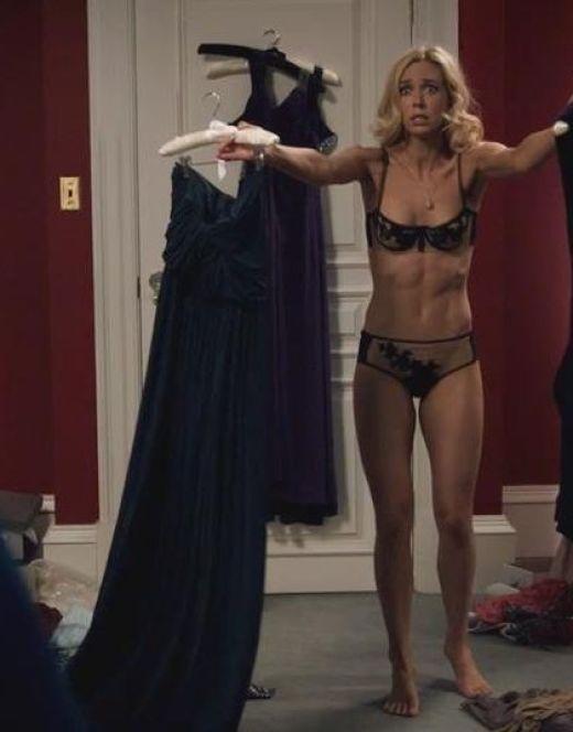 Горячие кадры Ванессы Кирби в нижнем белье из фильма «Восхождение Юпитер»