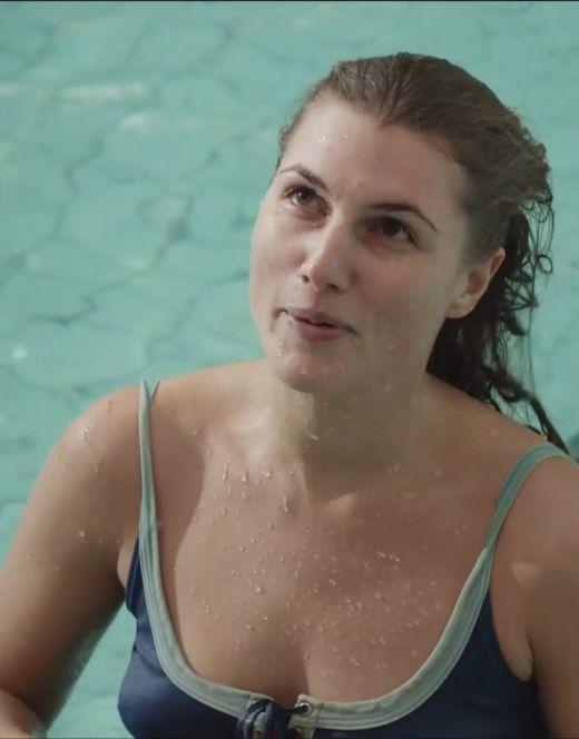 Марьяна Спивак в купальнике на кадрах из серила «Сын отца народов»