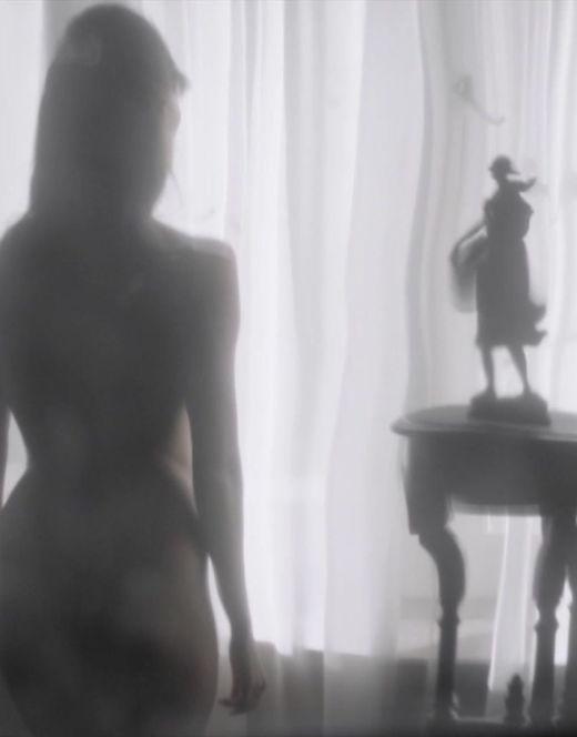 Голая Ольга Павловец в эротической сцене из сериала «Наше счастливое завтра» (попа, ножки)