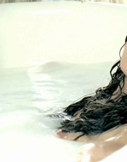 Анна Плетнева в стиле ню из клипа «Ева» (грудь)