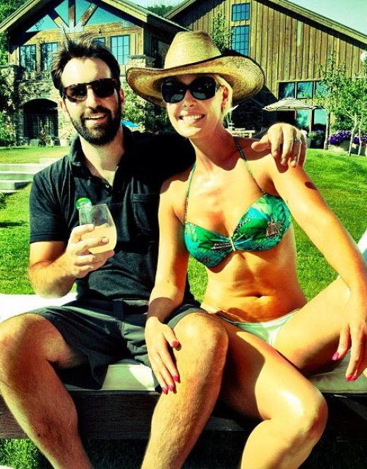 Кэтрин Хейгл на фото в купальнике