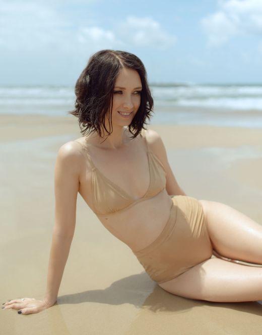 Анастасия Цветаева на фото в купальнике