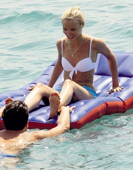 Татьяна Арнтгольц на фото в купальнике