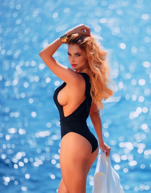 Татьяна Котова на фото в купальнике