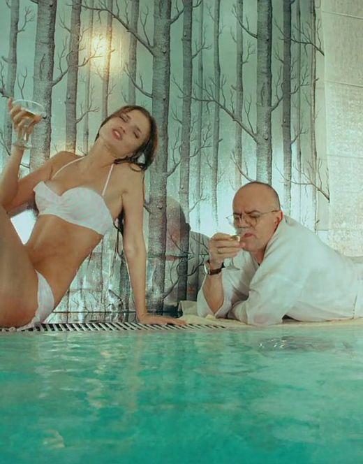 Алина Ланина в купальнике