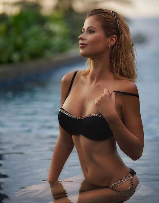 Татьяна Кирилюк на фото в купальнике
