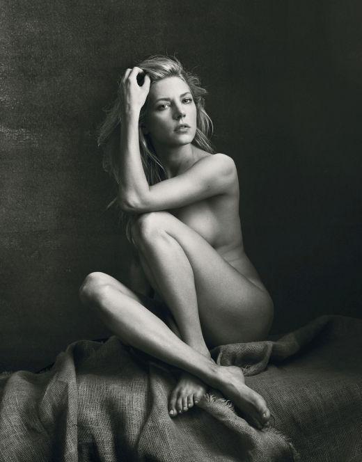 Голая Кэтрин Уинник на черно-белых фото