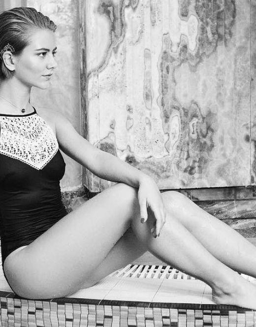 Елизавета Кононова на фото в купальнике