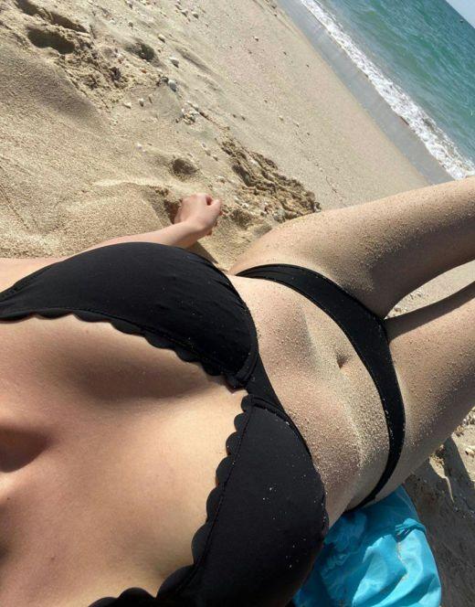 Лиза Клубничка на фото в купальнике