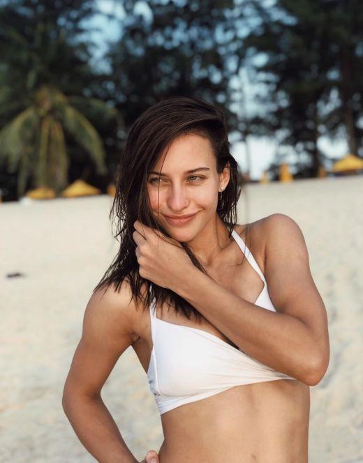 Алена Савастова в купальнике