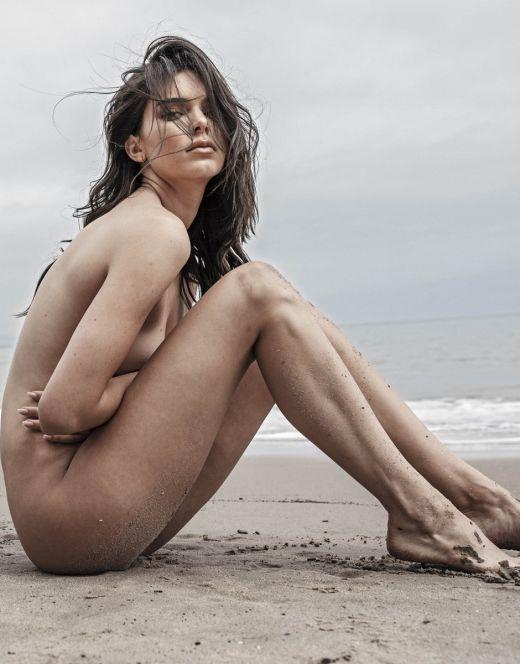 Голая Кендалл Дженнер в эротическом фотосете на пляже