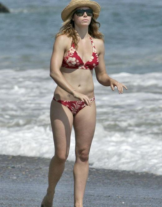 Джессика Билл на фото в купальнике (засветы)
