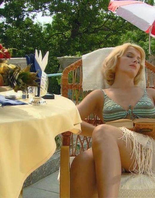 Мария Порошина в купальнике из фильма «Главное – успеть» (2007)