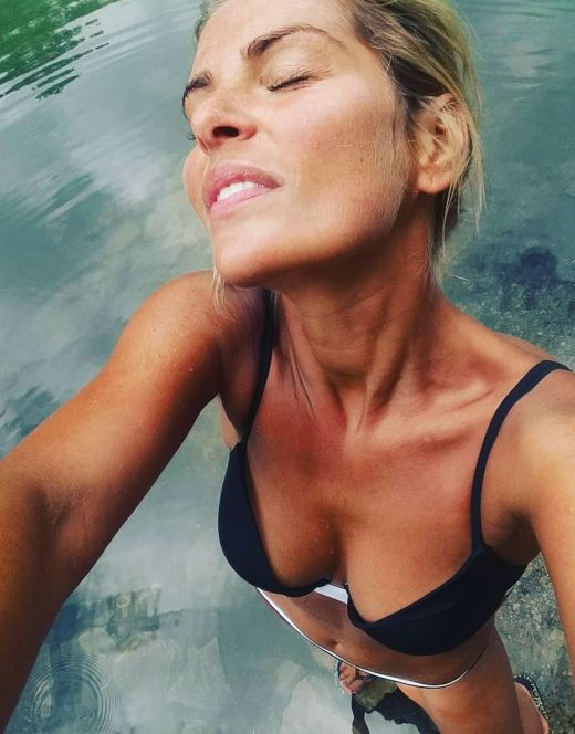 Елена Купрашевич на фото в купальнике
