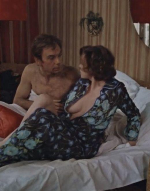 Постельные сцены с Верой Алентовой из фильма «Москва слезам не верит» (1979)