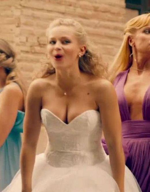 Засветы груди Судзиловской из фильма «О чём молчат девушки»