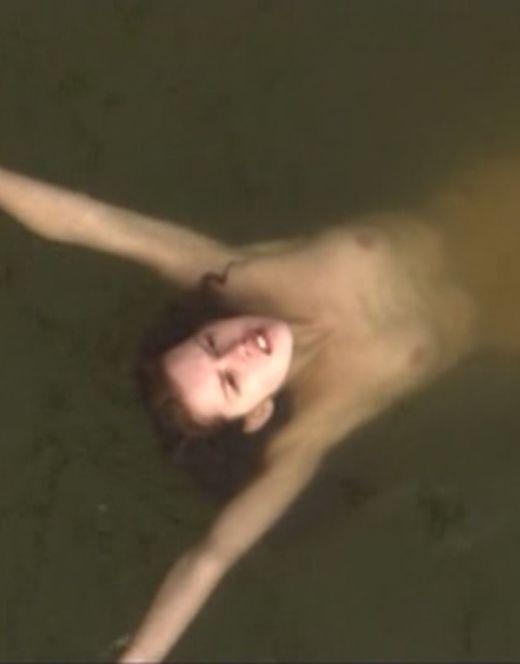 Голая Лянка Грыу на эротических кадрах из кино