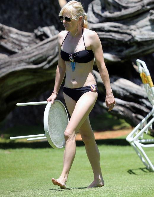 Анна Фэрис на фото в купальнике (засветы)