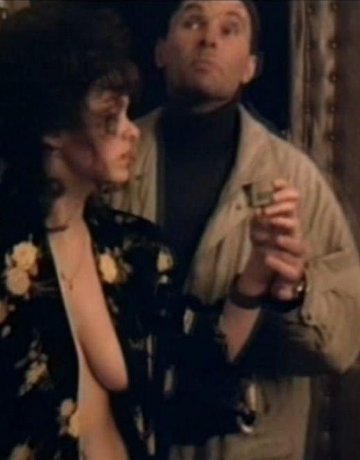 Обнаженная грудь Марины Могилевской из фильма «Телохранитель»