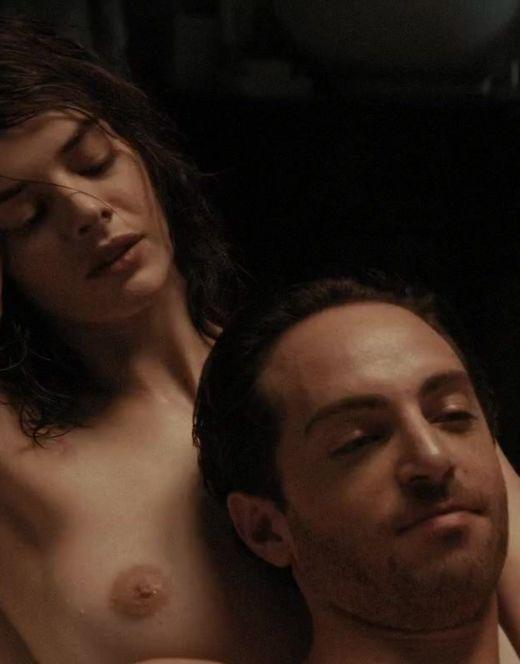 Голая Самара Уивинг на кадрах из фильма «Момент истины» (грудь)