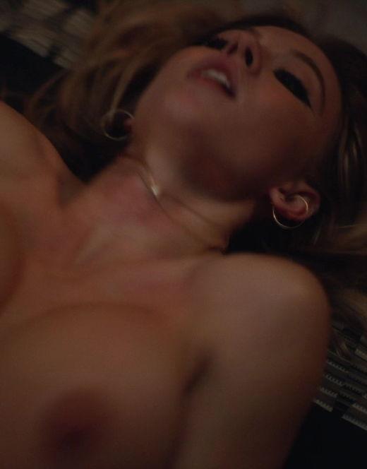 Ню кадры Сидни Суини из сериала «Эйфория» (18+)