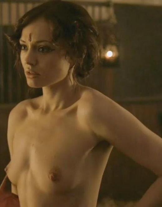 Полностью голая Лора Хэддок из сериала «Демоны Да Винчи»