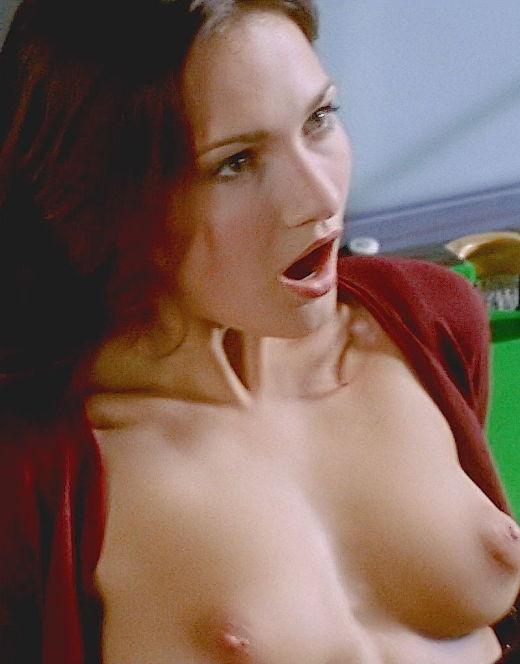 Евгении Брик показала голую грудь и попу в сериале «Матрешки»