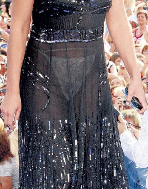 Анастасия Мельникова в прозрачном платье (засвет)