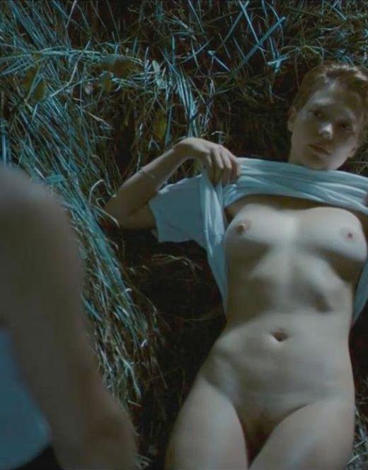 Голая Леа Сейду на эротических кадрах из кино