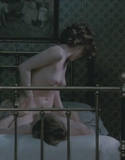 Полностью голая Хелена Бонем Картер на эротических кадрах из фильмов