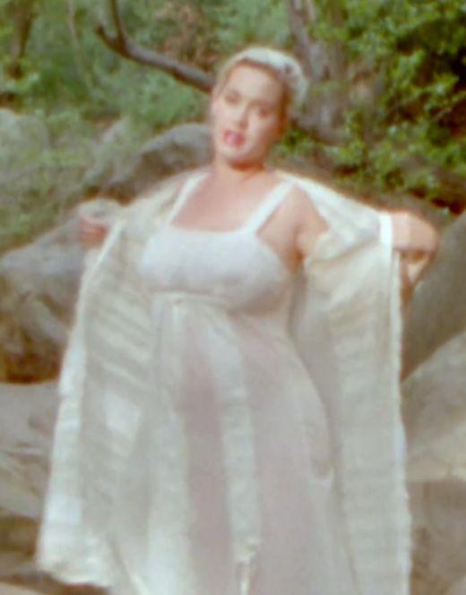 Голая Кэти Перри на кадрах из клипа Daisies