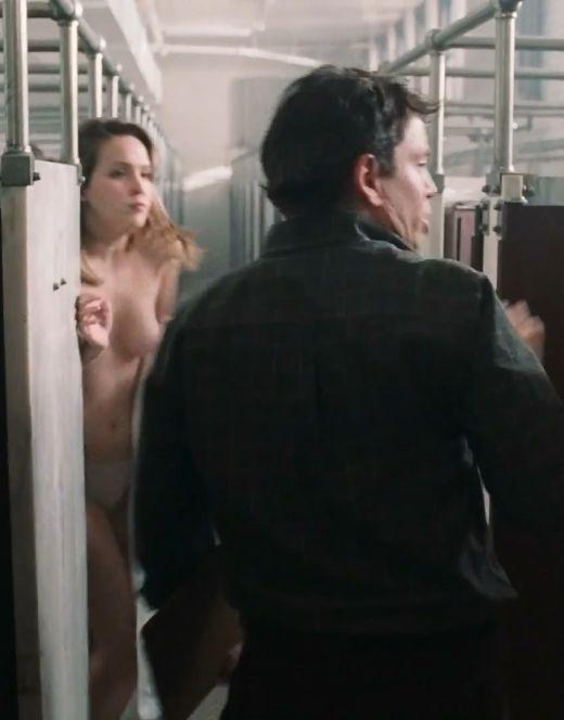 Голая грудь Бри Ларсон на эротических кадрах из кино