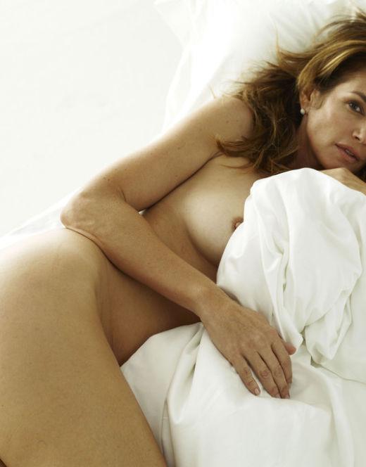 Синди Кроуфорд в стиле ню в приватной фотосессии
