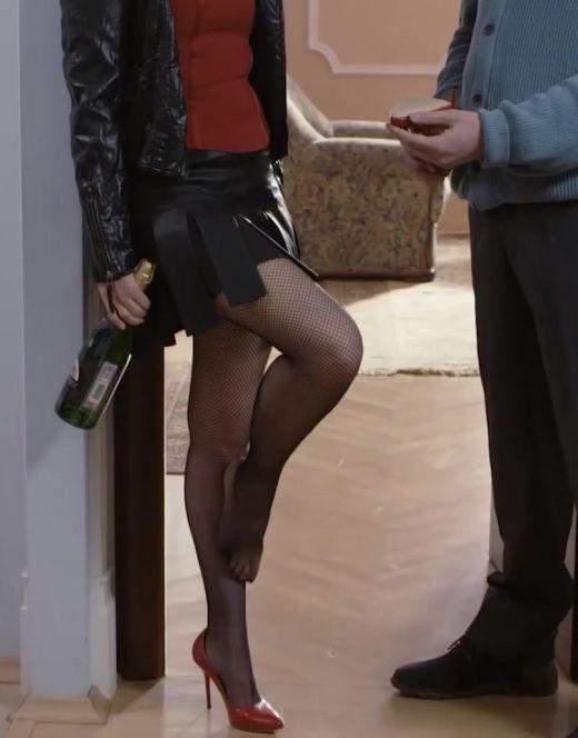 Яна Гурьянова в колготках из сериала «Папа на вырост»