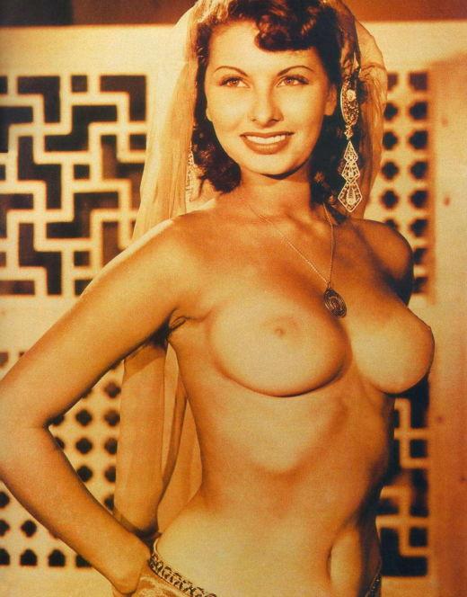 Голая Софи Лорен на эротических фото из журналов (грудь, попа)