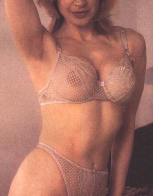 Синтия Ротрок в эротичном нижнем белье