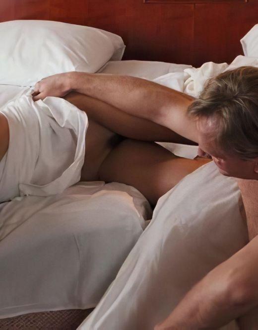 Полностью голая Эльвира Болгова на горячих кадрах из фильма «Пассажир из Сан-Франциско»