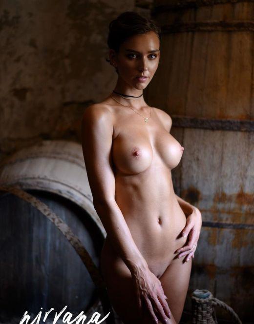 Голая Рэйчел Кук в эротических фотосессиях
