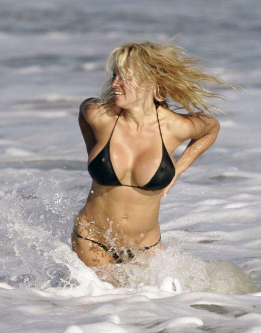 Памела Андерсон в купальнике (засветы)